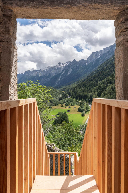 Biennale Bregaglia 2020 – Roman Signer, Installation am Turm, 2020; Bild © Yanik Bürkli, CLUS AG